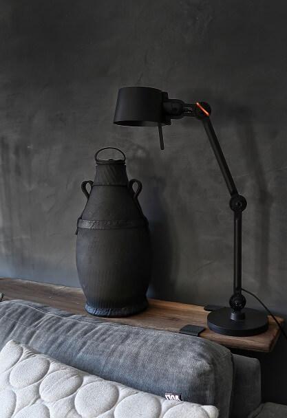 tonone bolt bureaulamp zwarte muur