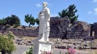 Parçalandıktan Sonra Yeniden Yapılan Aristoteles Heykeli