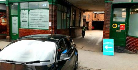 selfish-driver-screams-'i-don't-care'-after-blocking-vaccine-centre