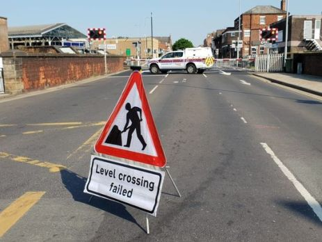 goole-level-crossing-failure-causing-traffic-chaos-in-the-town…