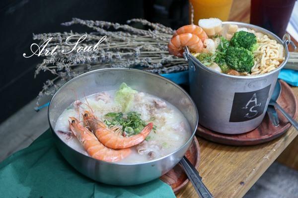 台南美食 人氣蛤蠣雞湯結合粥品的海鮮風味。鹹香滋味一碗匯集!「ART SOUL」 國華街 