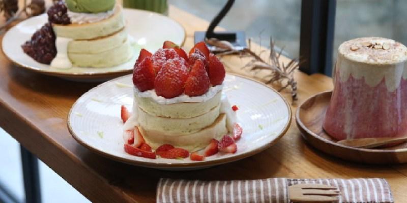台南美食 草莓鬆餅新上市,還有必嚐超ㄉㄨㄞㄉㄨㄞ波霸奶茶鬆餅。「KOKONI CAFE」台南下午茶 新美街 