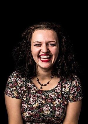 Женский смех в искреннем фотопроекте
