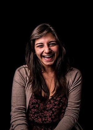 Почему женщинам нельзя смеяться открыто: фотопроект