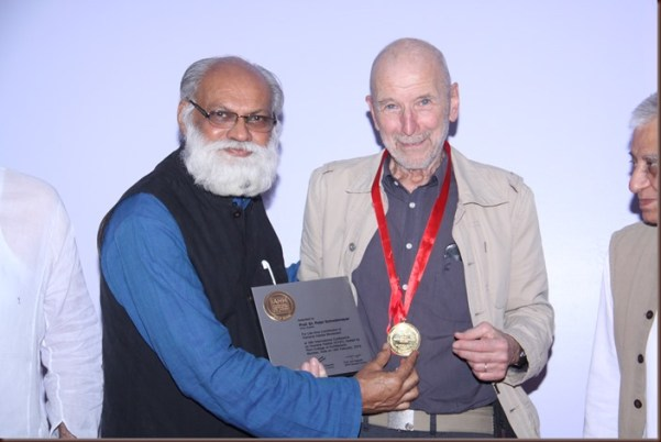 Prof. Akhtar Chauhan, President IAHH presenting the IAHH Gold Medal to Prof. Dr. Techn. Peter Schreibmayer