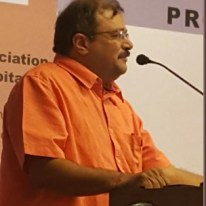 Ar. Mihir Parikh, Chairman, IIA Gujarat Chapter lauding Prof. B. V. Doshi's immense contribution to architectural education.