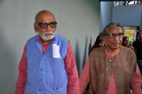 Ar, Girish Doshi escorting Prof. B. V. Doshi at the function.