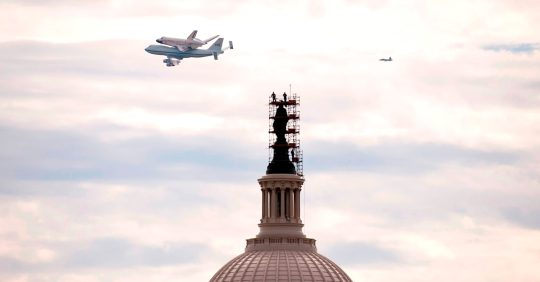 Discovery, U.S. Capitol, space shuttle