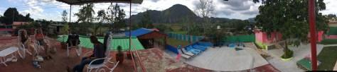 photo panoramique vue du toit avec les filles et alex dans des rocking chairs