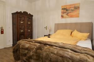 The spanish room 1