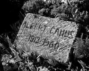 Camus' gravstein taler tydelig om et liv som ble alt for kort. Foto: Wikimedia Commons.
