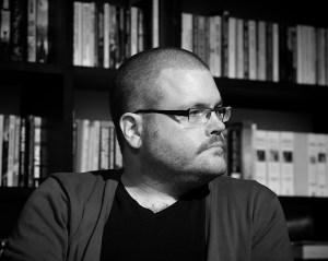 Skeptikeren Gunnar Tjomlid har en blogg som kan leses på kreative måter. Foto: Arnfinn Pettersen.