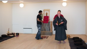 Gående meditasjon ved Rinzai Zen Senter. Foto: Marte Aubert