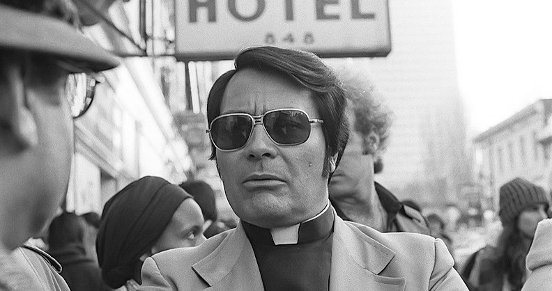 Reverend Jim Jones på en demonstrasjon i San Fransisco i januar 1977. Foto: Wikimedia/Nancy Wong. Creative Commons Attribution-Share Alike 3.0 Unported.