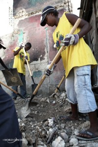 Neighbors in Haiti work for World Concern clearing rubble.