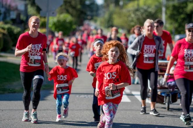 a girl runs in the S.O.S. 5k in Shoreline