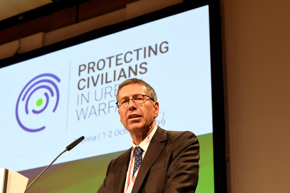 Thomas Hajnoczi presents at the Protecting Civilians in Urban Warfare Conference in Vienna in October 2019. Credit: Mahmoud | BMEIA, 2019.