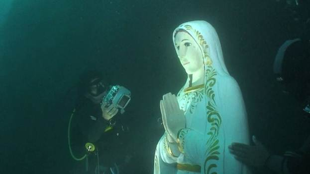 Breathing under water, discovering Mary