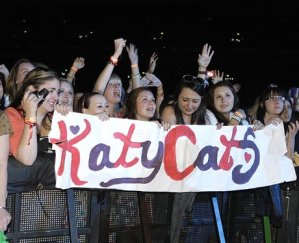 katy-perry-fans-summertime-ball-2012-1339282754-view-0
