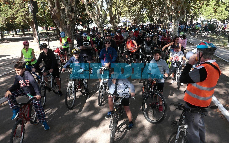 El Día: sol y solidaridad en una nueva bicicleteada por la vida en City Bell