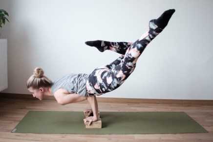 Tips on how to develop a fitness yoga routine for beginners