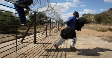 zimamweans illegally crossing the new border fence in to South Africa