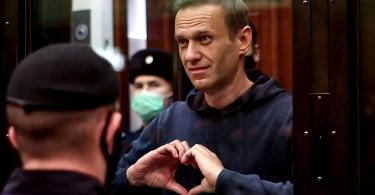 navalny at court trial making heart shape with hands