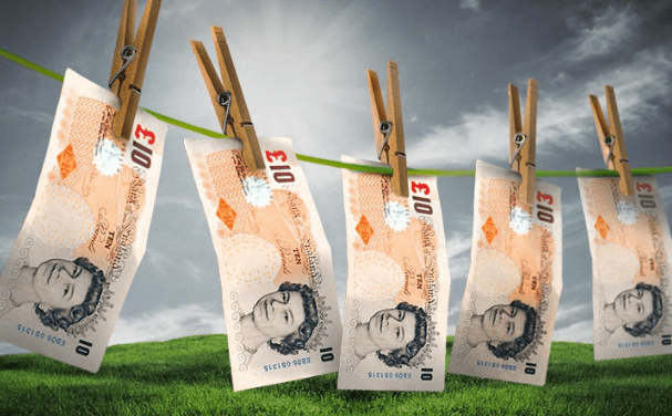 10 pound notes on a washing line