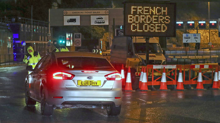 road sign saying french border closed