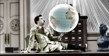 Chaplin ja maapallo elokuvassa Diktaattori.