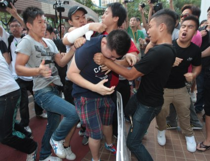 """C.Y. Leung's Supporters Attack Protesters"" - Lo Kwan Ho - Apply Daily"