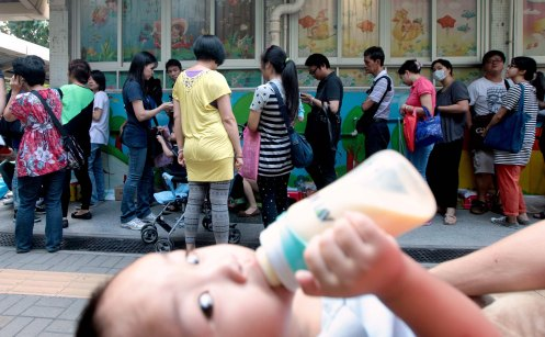 """Non-local Parents Queue for Childrens' School Admission"" – Lo Kwan Ho – Apple Daily"
