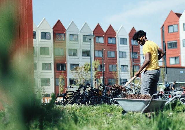Gezond wonen: Project Place2BU. Bewoners worden hier gestimuleerd om sociaal contact met elkaar te hebben.