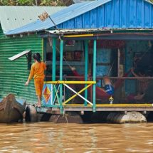Tonle Sap floating village (family at home)