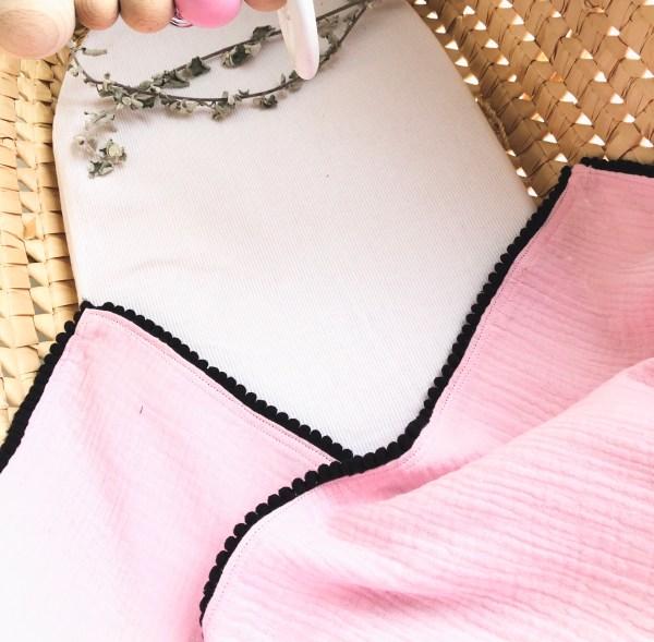 Hydrofiele doek roze is een grote zachte doek voor de verzorging van je baby