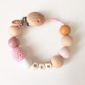 Speenkoord met houten kralen in de kleur oud roze oker en wit