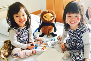 Mädchen bei Hummelkind Visite
