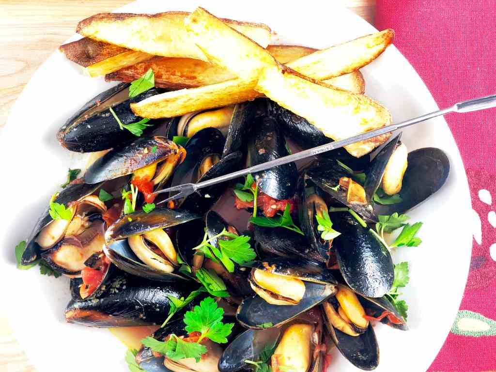 Steamed Mussels with Oven Fries