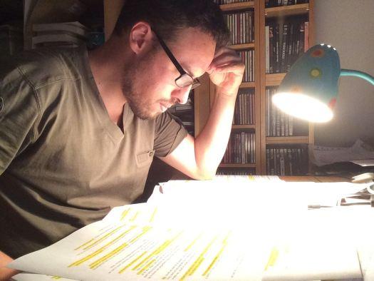 Roger Prat preparando monólogo de humor