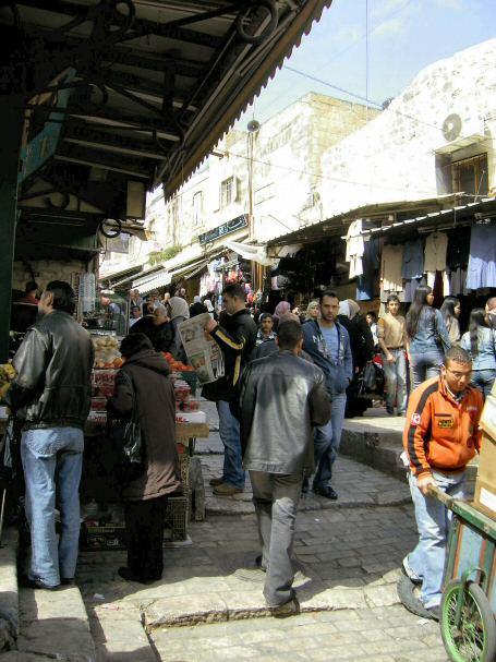 בדרך ללינא: השוק של הרובע הנוצרי.
