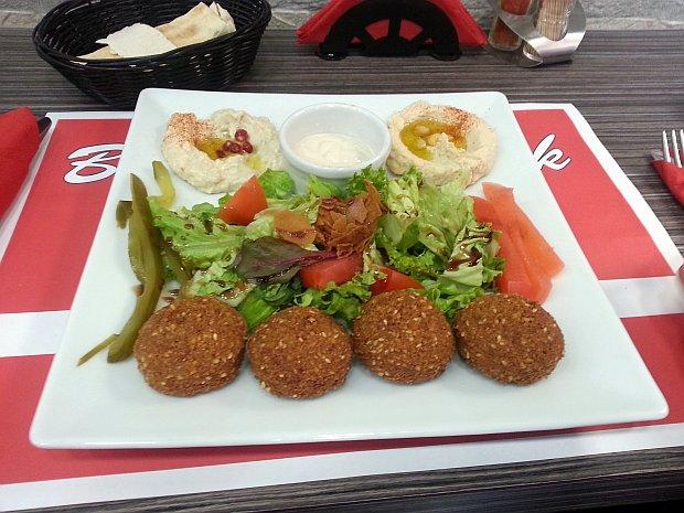 צלחת פלאפל ב-Beirut Snack
