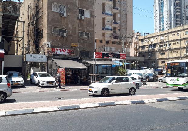 מסבהפול, מבט מהצד השני של רחוב בן גוריון (מודיעין)