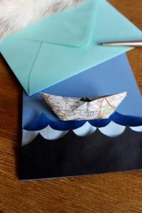 Faltboot mit Papierwellen