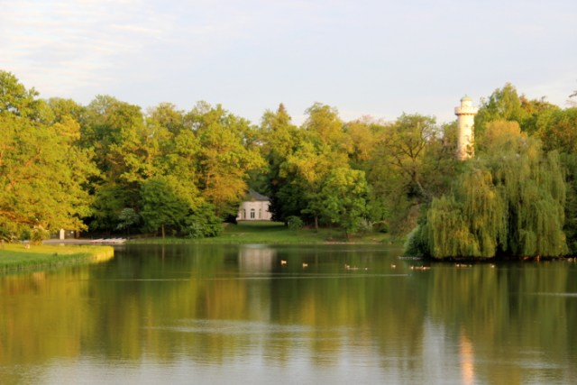 Blick auf den See im Park Schönbusch Aschaffenburg