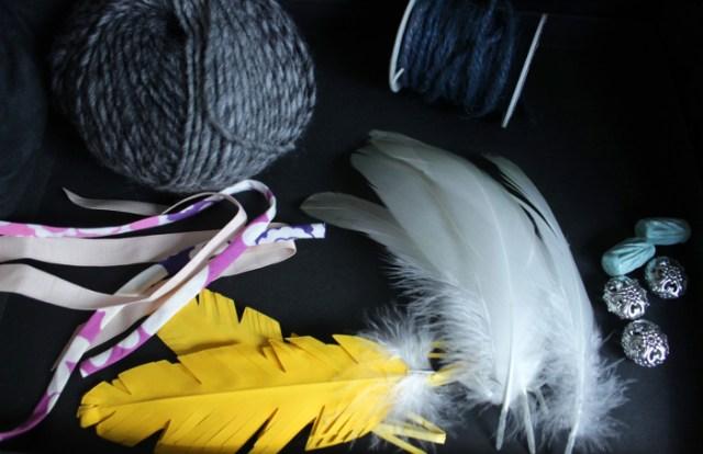 Bänder und Federn für den DIY Traumfänger