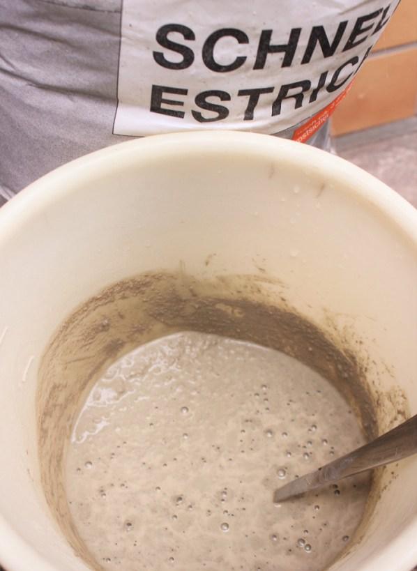 diy-beton-basteln-herbst-gummistiefel-abtropfwanne