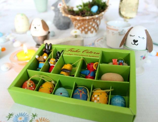 Ostertafel mit selbstgestalteten Deko Objekten