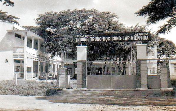 kienhoaxua-1970-trungtrunghocconglapkienhoa
