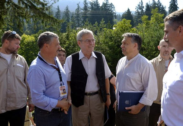 László Tőkés and Viktor Orbán in Tusnádfürdő/Băile Tușnad Source: aradihirek.ro