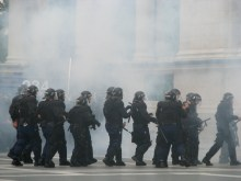 Riot cops disperse anti-gay demonstrators at the Budapest Pride parade (7/5/2008).